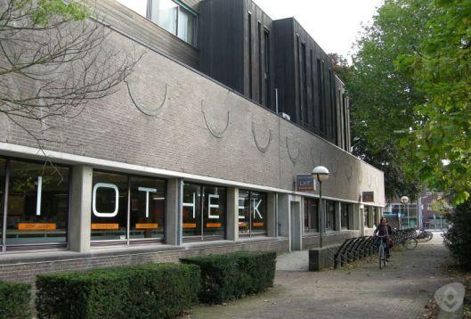 Exterieur van de Zonnehof, tot 2014 huisvesting van de openbare bibliotheek Amersfoort (Eemland)
