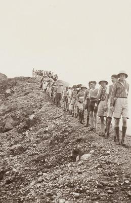 Wandeltocht door leerlingen van de Planters School Vereniging naar de Sibajak, 18 september 1937 (Uit: schoolalbum van Lilly Schouten)