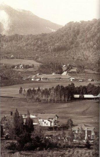 Gezicht op de Planters School Vereniging in Brastagi