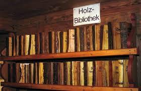Kleine 'Holzbibliothek' in museum-oudheidkamer van Rohrdorf, Duitsland (foto Fortner)