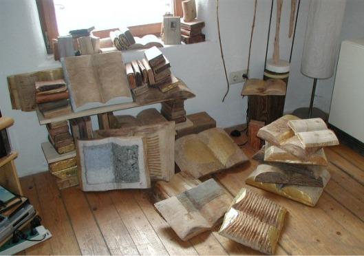 Houten xylolibri in het atelier van Steffen Mertens in Neuhausen an der Spree