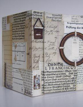 Geïnspireerd door Carl Schilbach vervaardigde kunstenares Marion Gülzow uit Hannover een uitgebreide 'Künstlerscheinbibliothek' van meer dan 300 banden in sigarenkistformaat.