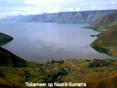 Het Tobameer in Noord-Sumatra is 130 kilometer land en werd door Kousbroek als paradijselijk omschreven.