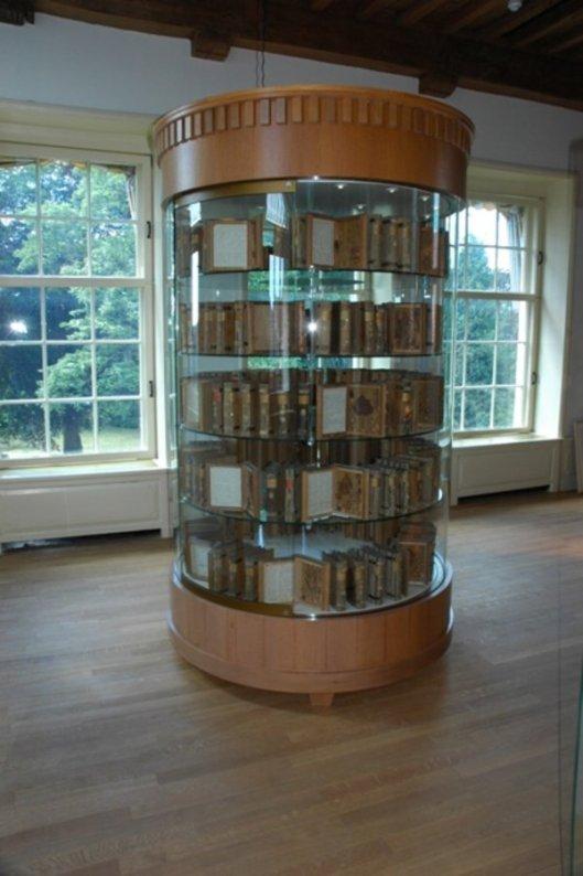 Vitrine met boomboeken in Franeker