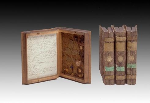 vier 'kistjesboeken' in Museum Boerhaave Leiden