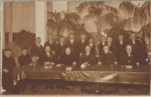 De Sint Vincentiusvereniging in Heemstede is in 1852 opgericht door o.a. pastoor Adrianus van der Weyden en hoofdmeester H.H.B.Binnewiertz en heeft tot 1981/1998 bestaan. In 1927 is het 75-jarig jubileum gevierd in het Vereenigingsgebouw (Kath. Illustratie)