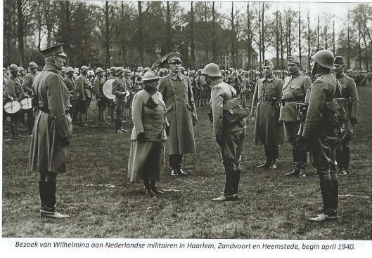 Koningin Wilhelmina bezocht in de ochtend van 2 april 1940 de soldaten in het RK Verenigingsgebouw waarna zij is doorgereden via de Herenweg en Lanckhorstlaan naar het terrein van HFC en ten slotte is zij naar Bloemendaal gegaan.