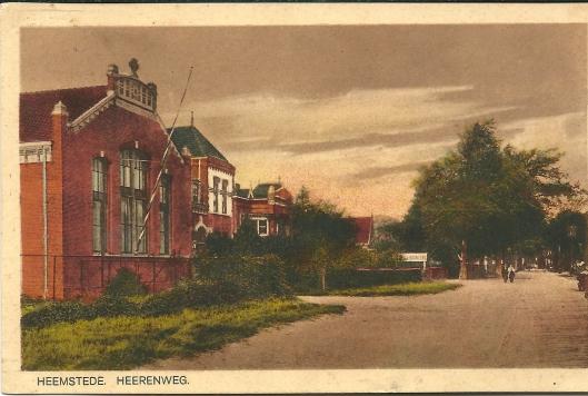 Het r.k. Vereenigingsbouw aan de Herenweg 101 in Heemstede op een prentbriefkaart uit 1926. Tegenwoordig huisvesting biedend aan o.a. Van Deursen Technisch Handelsbedrijf