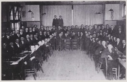 De r.k. damvereniging Berkenrode, opgericht in 1917 op een foto in het verenigingsgebouw uit 1932.