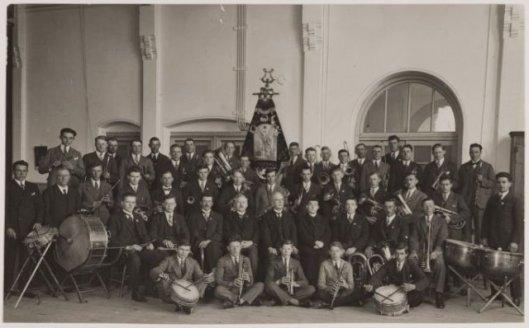 De viering van het 20-jarig bestaan van de r.k.harmonie Sint Michaël in het Verenigingsgebouw waar vroeger altijd werd gerepeteerd.