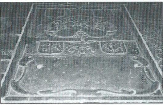 Fragment grafsteen van Antoni van Hilten in de Buurkerk te Utrecht (Uit: Je zult maar Van Hilten heten, pagina 28).