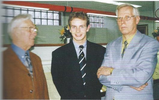 V.l.n.r. de vorige directeur Jan Gouloze, auteur Constantijn Hoffscholte en tegenwoordig directeur Luuc van der Ouw