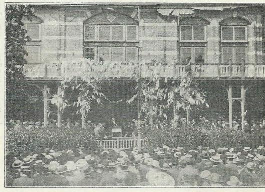 Mr.J.B.Bomans als spreker op de Roomse landdag, gehouden op 14 mei 1916 in het Brongebouw te Haarlem.