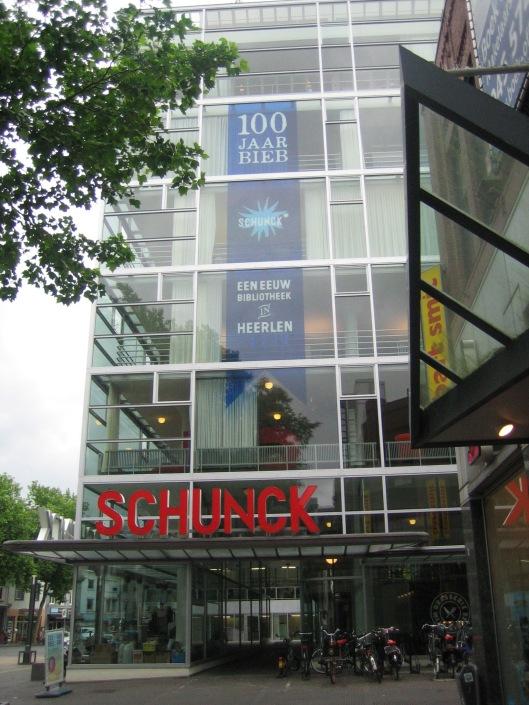 100 jaar bibliotheek Heerlen, tegenwoordig gehuisvest in het Glaspaleis Schunck