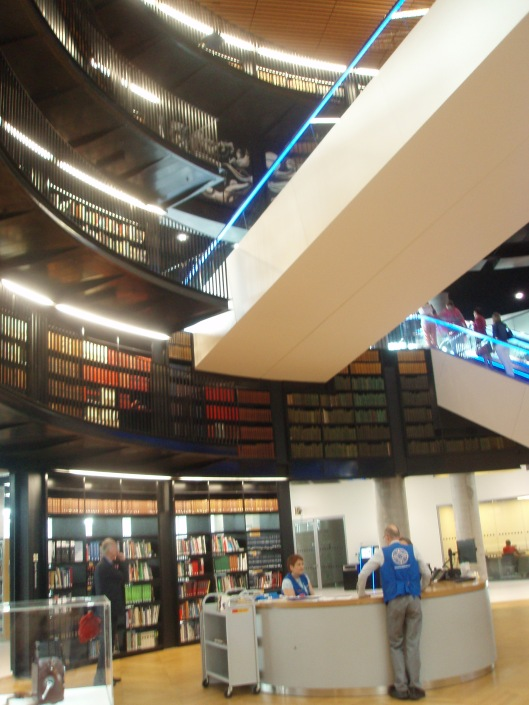 Een informatiebureau op één van de verdiepingen