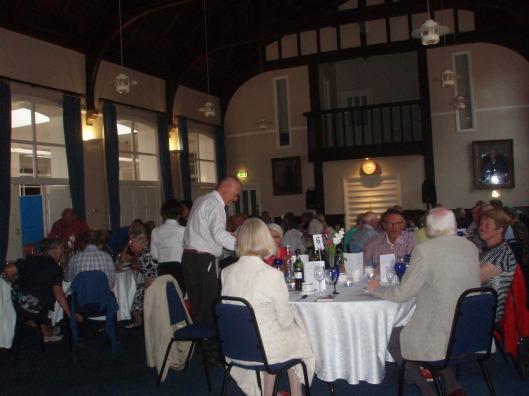Impressie van het diner in Warwick College School
