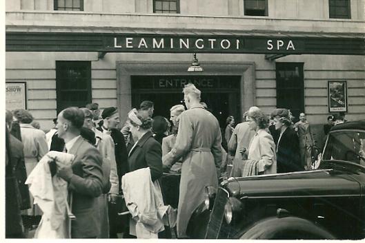 Aankomst van de Heemstedenaren in 1949 na eerst met de boot naar Harwich de Noordzee te hebben overgestoken