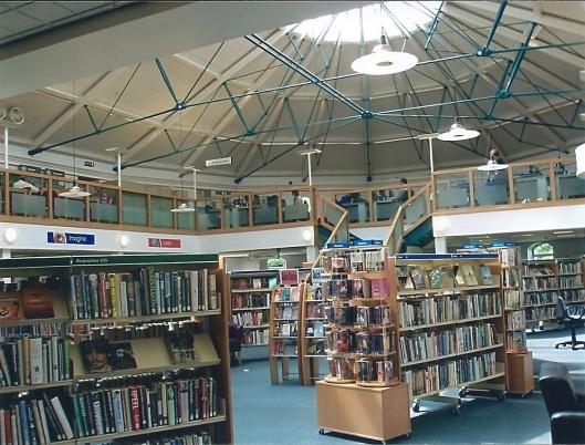 Interieur van  Public Library and Information  Center in de vn. Pump Rooms sinds 1999