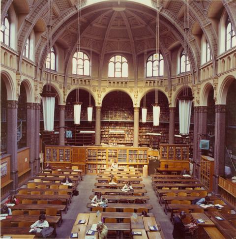 Interieurfoto van de Birmingham bibliotheek uit 1970