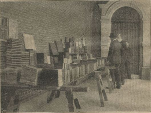 Jozef Blok werd wel 'de opernlucht-bibliothecaris van het Binnenhof' genoemd. Later verhuisde hij baar de Oudemanhuispoort in Amsterdam