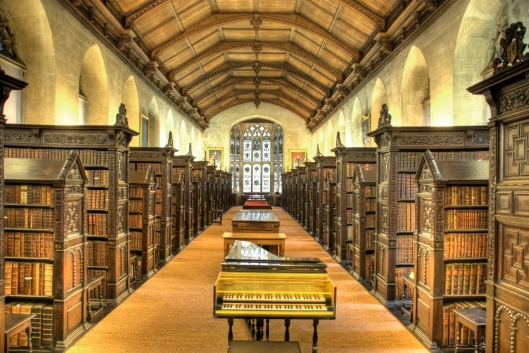 Interieirfoto van de oude St.John's College Library in Cambridge. In 1624 gebouwd dankzij financiering door de toenmalig bisschop van Lincoln, John Williams.