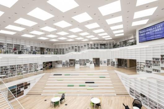 Interieuropname van de Dalarna universiteitsbibliotheek in Falun