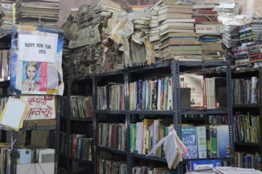 Volle kasten en te weinig ruimte in de openbare bibliotheken van Delhi in India