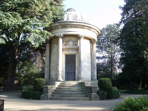 Het Jephson-tempeltje in de naar deze geneesheer vernoemde tuinen