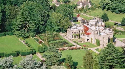 Luchtfoto Tissington Hall, in het graafschap Derbyshire
