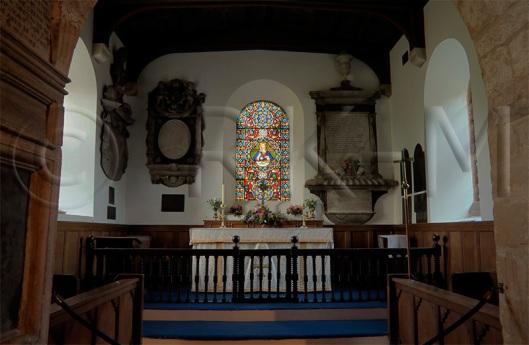Interieur van St. Mary's kerk in Tissington met monumentale herinneringen aan de adellijke FitzHerbert familie (foto RKMAS)
