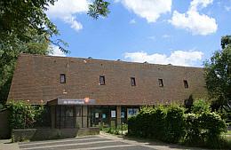 Voorgevel van openbare bibliotheek Naarden, Van Limburg Stirumslaan 2