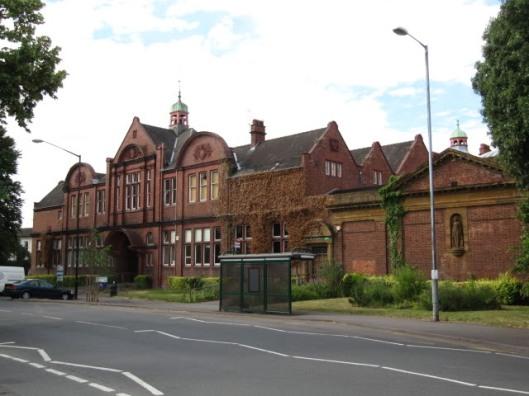 De oude bibliotheek die met de kunstgalerij tot 1999 aan de Avenue Road was gevestigd. Tegenwoordig een appartementencomplex.