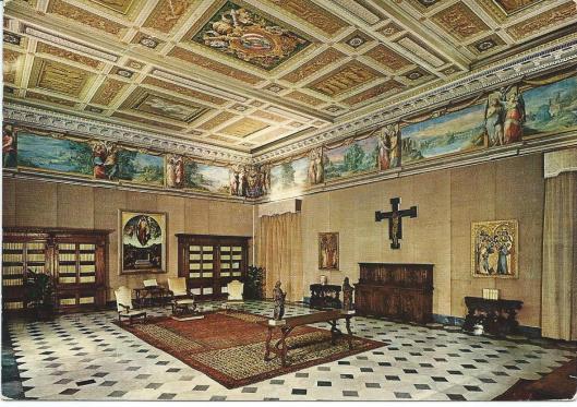 De privébibliotheek van de paus in het Vaticaans paleis op een prentbriefkaart uit omstreeks 1950