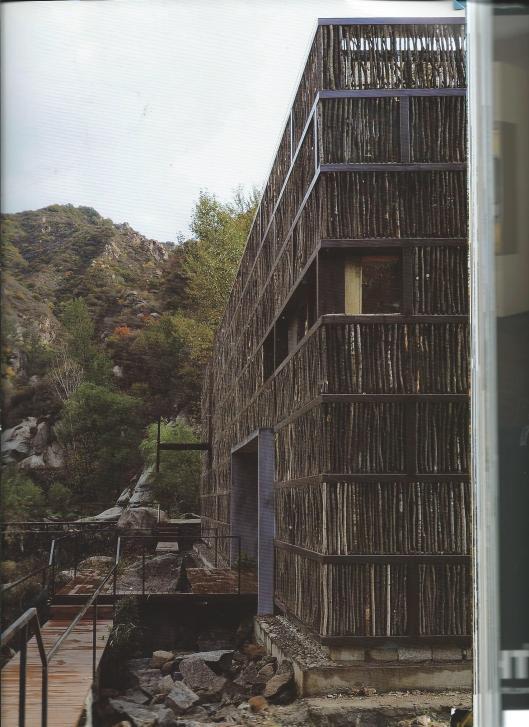 Exterieur van de uit hout opgetrokken bibliotheek in Li Yuan, China