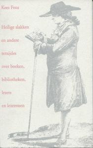 Vooromslag van een boekje 'Heilige slakken en andere terzijdes over boeken, bibliotheken, lezers en lezeressen, geschreven door Kees Fens en in 1996 uitgegeven in opdracht van Libris - met eerder in de Volkskrant verschenen teksten. De omslagillustratie is van Robert Brichet: 'Lektüre beim Spaziergang' (1784).
