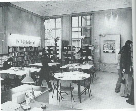 De vakbibliotheek in het achterhuis van Keizersgracht 225, in 1976