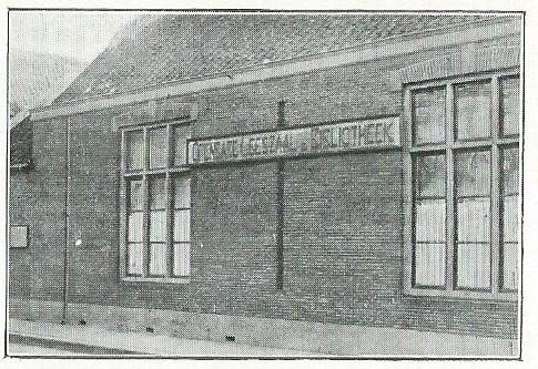 Filiaal van bibliotheek Bussum aan de Cattenhagestraat. (foto uit: Gedenkboek: Geschiedenis der leeszaalbeweging in Nederland, 1933)