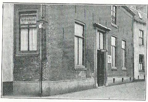 De tweede huisvesting van de Amersfoortse leeszaal en bibliotheek op het adres Muurhuizen 9