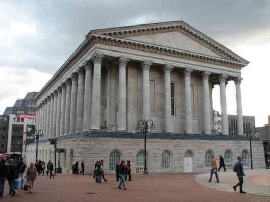 Het stadhuis van Birmingham in neoklassieke stijl. Bestuursvergaderingen worden in een nabijgelegen gebouw gehouden
