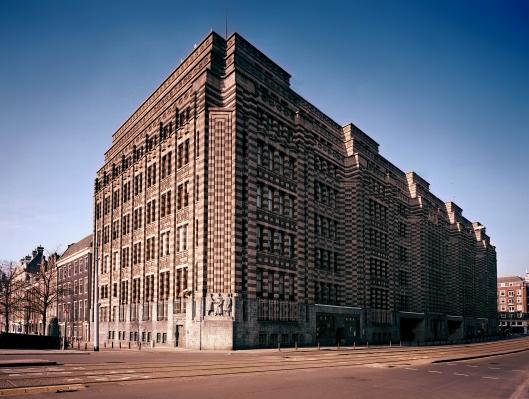 Het stadsarchief van Amsterdam in gebouw De Bazel is het grootste in zijn soort van Europa