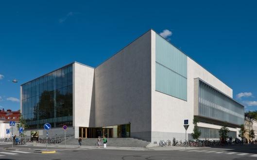 Finland telt verscheidene fraaie en moderne openbare bibliotheekgebouw, behalve in Seinäjoki in Tampere, Rovaniemi en Turki (Abo). Op bovenstaande foto buitenaanzicht van de nieuwe centrale bibliotheek van Turku