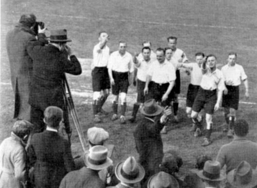 Dick Laan regisseert Voetbal in 1929