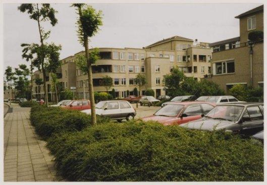 De Laan van Dick Laan in Heemstede, in noordelijke richting,1998 (NHA)