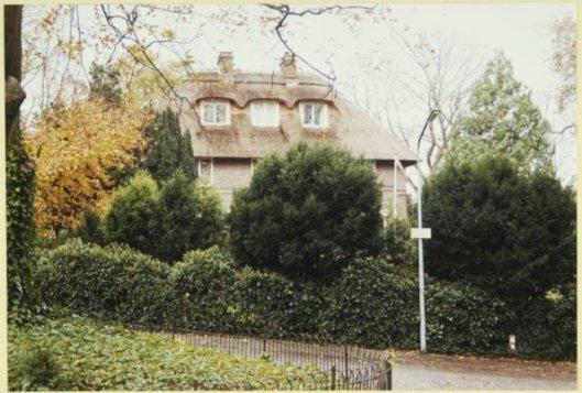 Villa 'Hoogsande', Saxenburgerweg 5, ontworpen door Roog en Van den Ban in 1909 in opdracht van J.C. Laan ((in 1926 verbouwd).