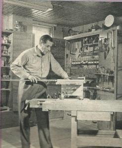 Dick Laan in zijn modelbouwatelier aan het werk (1968)