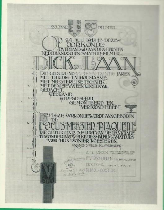 De op 24 juli 1943 aan Dick Laan aangeboden oorkonde na 25 jaar als eerste Nederlandse amateur-filmer