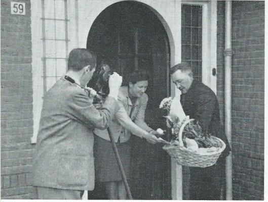 Uit film van Dick Laan: De Wagnerkade in oorlogstijd. Onder de bloemen lagen clandestiene eieren