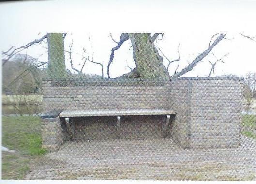 J.C.Laan was met een onderbreking van 2 jaar van 1913 tot 1933 liberaal wethouder in Bloemendaal. Vanwege zijn zwakke gezondheid is hij in 1933 naar Aix en Ptovence verhuisd. Voor zijn verdiensten is een stenen wethouder J.C.Laan-bank geplaatst aan de Lage Duin en Daalseweg. Intussen overleden heeft hij de onthulling op 29 april 1934 niet meer beleefd.