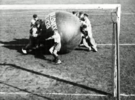 Beeld uit de film Voetbal (1927/1929) van Dick Laan
