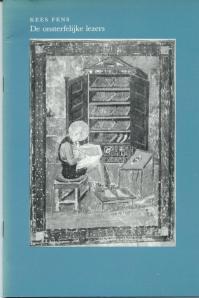 Vooromslag van 'De onsterfelijke lezers' met een illustratie van Cassiadorus uit de zgn. Ezra-,miniatuur (Codex Amiatinus, Biblioteca Laurenziana, Firenze, Folio 5v)